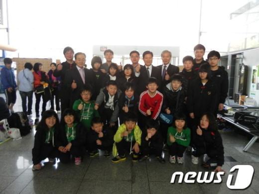 함안 칠원초는 경남 지역에서 우수 선수를 배출하는 학교로 널리 알려져 있다.