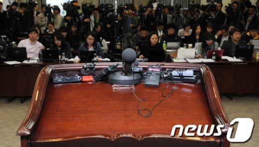 [사진]보수단체 항의로 무산된 곽노현 교육감 기자회견