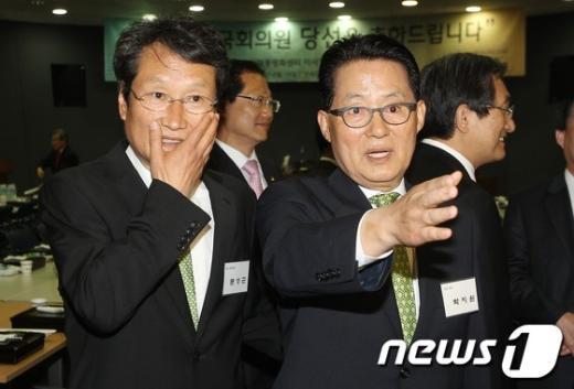 [사진]동교동 찾은 문성근-박지원