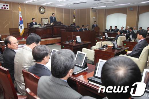 경남 거창군의회가 제182회 임시회에서 2012년 제1회 추가경정 세입세출예산안을 비롯한 6건의 조례안을 처리한다.  News1