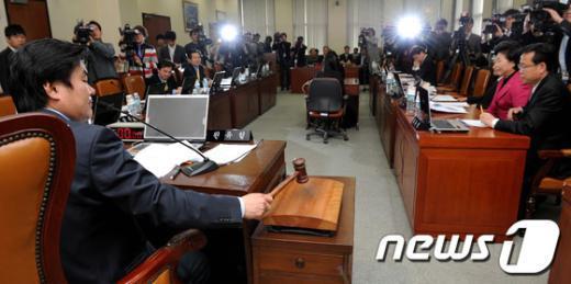 지난 13일 서울 여의도 국회에서 열린국방위원회 긴급 전체회의.  News1 박정호 기자