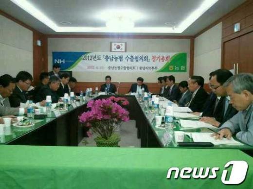 충남농협은 19일 청양 정산농협 회의실에서'2012년도 수출협의회 정기총회'를 개최하고 있다.  News1