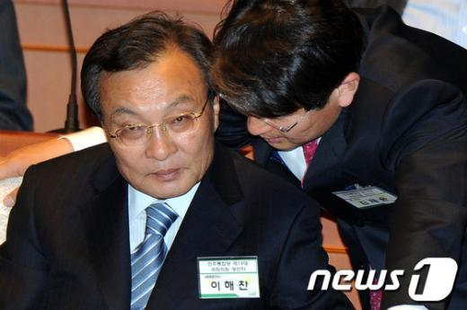 [사진]귀엣말하는 이해찬-김재윤 당선자