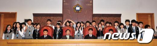 [사진]대법원 방문한 다문화 가정 고등학생들