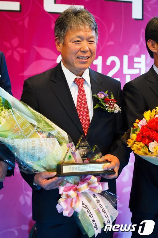 [사진]엄홍길 대장, '산악연맹 빛낸 50인'