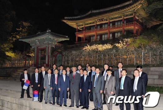 [사진]최광식 장관, 창덕궁 달빛기행 행사 참여