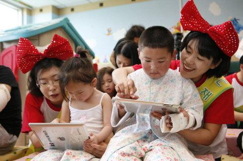 KT노조, 병원서 어린이날 봉사활동