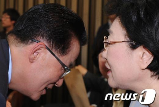 [사진]박지원-한명숙 '소곤소곤'