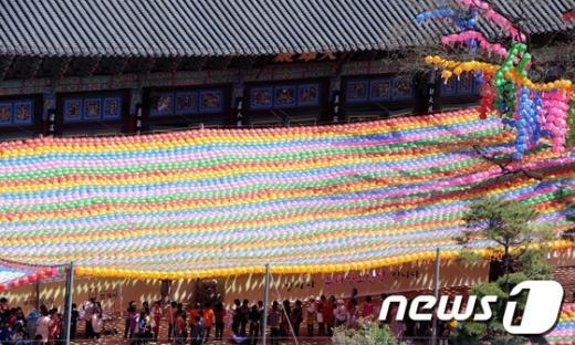 [사진]오색연등 수놓은 조계사