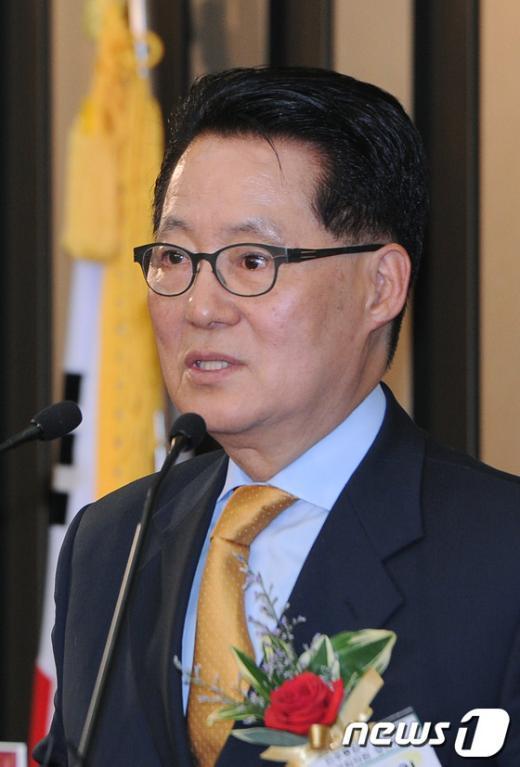 [사진]박지원 신임 원내대표 수락연설