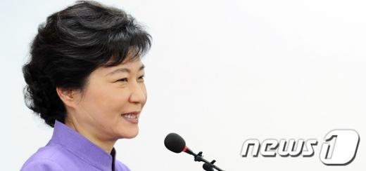 """[사진]박근혜 """"국민이 주신 기회, 헛되게 쓰지 말아야"""""""