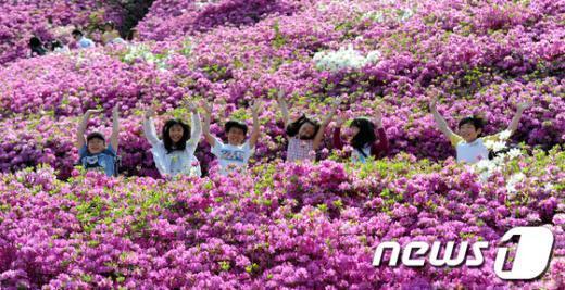[사진]철쭉축제, 신난 어린이들