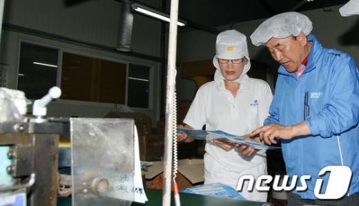 [사진]인천 서부산업단지 둘러보는 이재오 의원