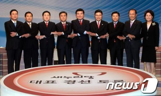 [사진]손 맞잡은 새누리당 전당대회 출마자들