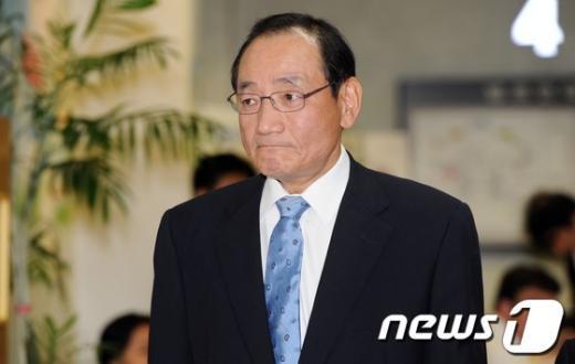 [사진]굳은 표정의 김효재 전 정무수석