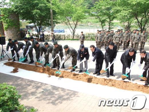 올해6·25 전사자 유해발굴이 다음 달 1일까지 이어지는 가운데 7일 대전시 대덕구 장동 계족산에서 군 관계자와 참전용사 등이 참석한 가운데 유해발굴을 위한 개토식이 열렸다. News1