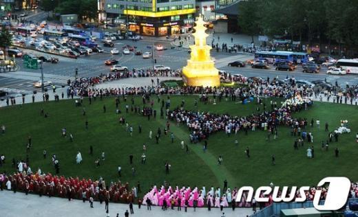 [사진]부처님오신날 봉축등 탑돌이
