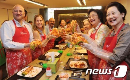 [사진]스탠다드차타드, 아세안 임직원 한국문화체험