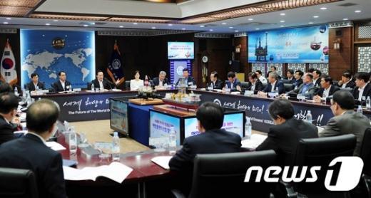 [사진]李 대통령, 제121차 비상경제대책회의 주재
