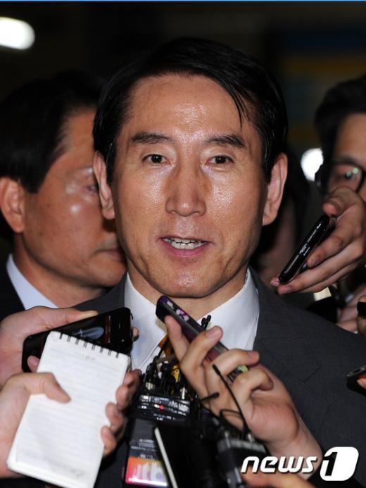 [사진]취재진 질문에 답하는 조현오 전 경찰청장