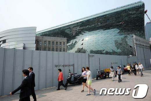 [사진]서울시청 본관, 가림막 벗는다