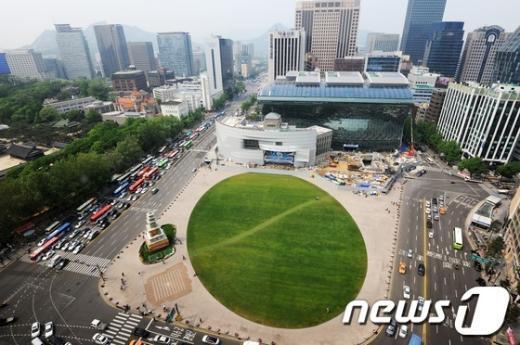 [사진]외투 벗는 서울시청, '공정율 87%'