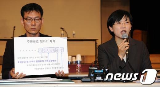 [사진]동일 주민번호 의혹, 반박 기자회견 갖는 이정희 대표