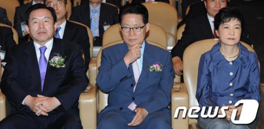 [사진]박근혜-박지원-이인제, '유권자의 날 기념식' 참석