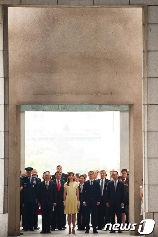 [사진]덴마크 왕세자 내외, 전쟁기념관 참배
