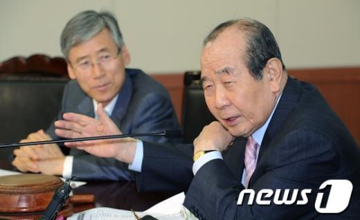"""[사진]김수한 선관위원장 """"개혁적인 전당대회"""""""