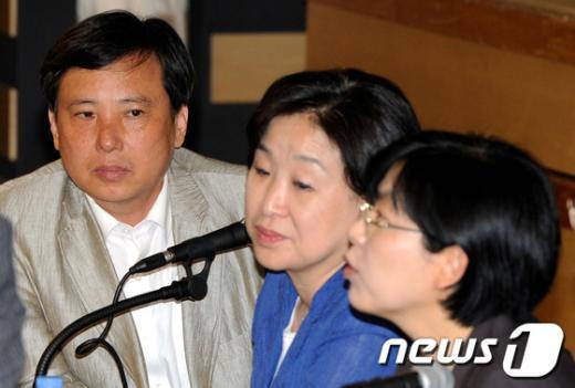 [사진]이정희 대표 바라보는 조준호 대표