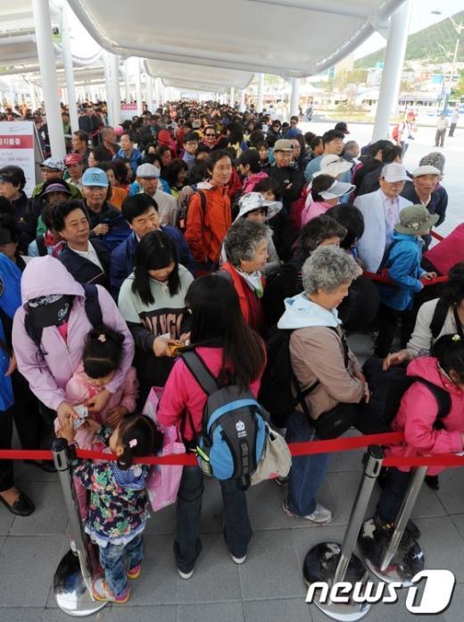 [사진]입장 기다리는 관람객들
