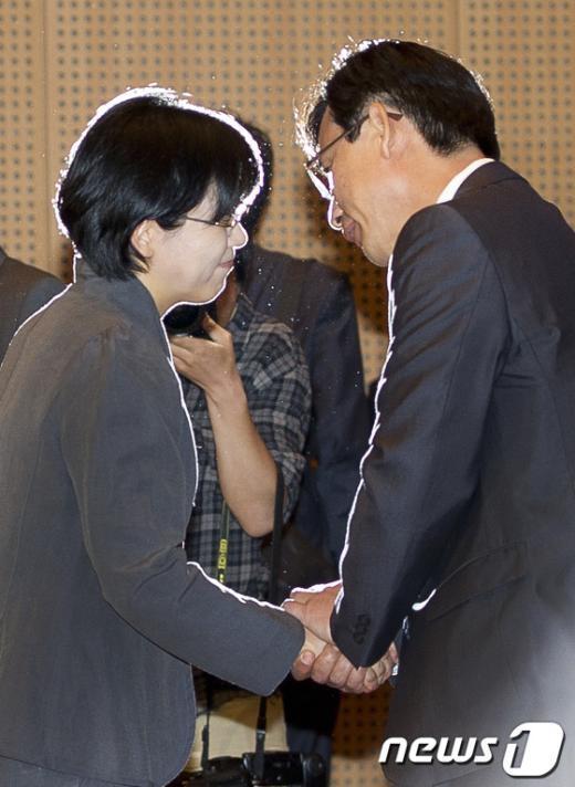 [사진]유시민 대표의 배웅받는 이정희 대표