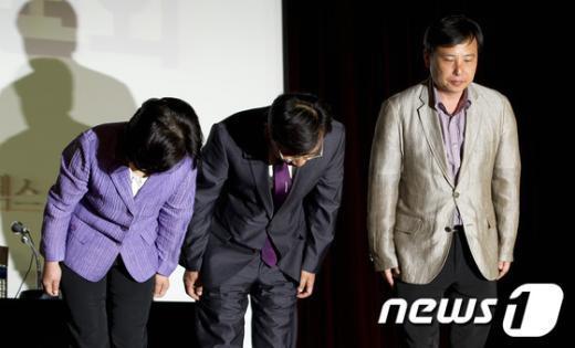 [사진]사퇴의사 밝힌 통합진보당 공동대표단