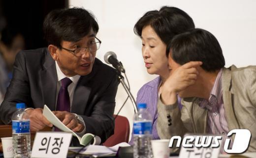 [사진]통진당 중앙위, 당원 반대목소리로 중단되자 정회