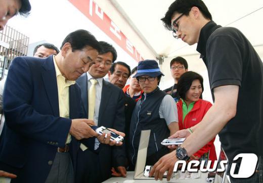 [사진]북한산 아웃도어 페스티벌 참석한 이재오