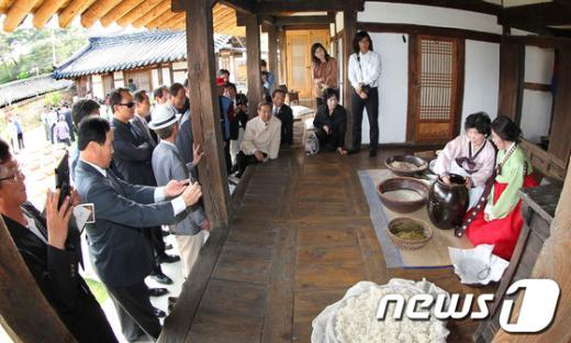[사진]전통 솔송주 제조 시연