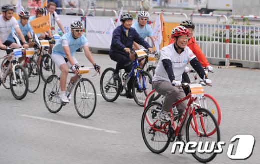 [사진]자전거타는 시장님