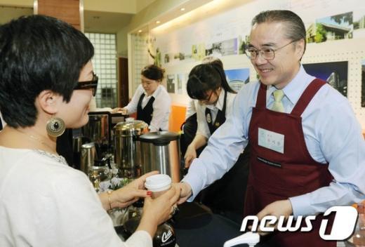 [사진]국민대 바리스타, 유지수 총장