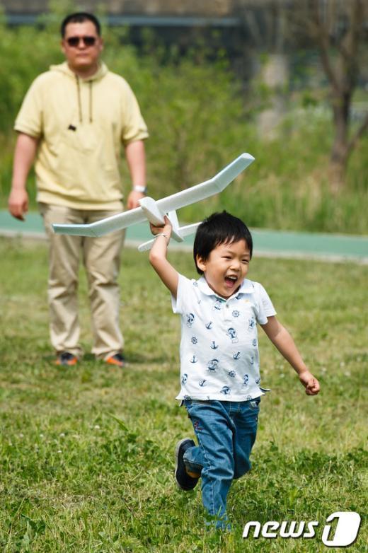[사진]'비행기와 함께 달린다'