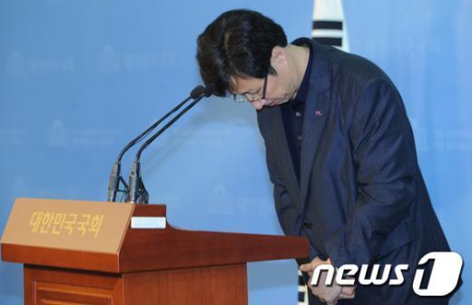 [사진]고개숙인 천호선 대변인