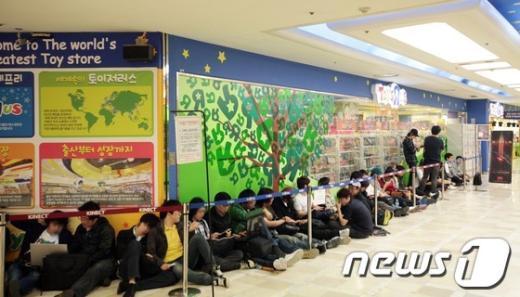[사진]롯데마트, 디아블로3 한정판 판매 시작