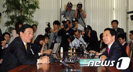 [사진]19대 국회 원구성 협상을 위한 원내수석부대표 회담