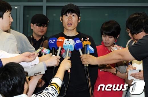 [사진]질문에 답하는 박지성 선수