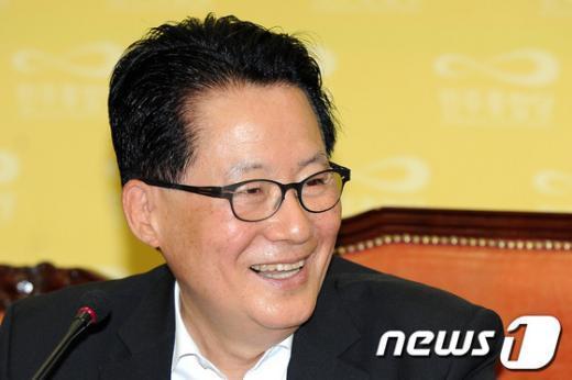[사진]밝은표정의 박지원 위원장