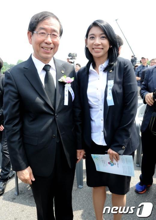 [사진]기념사진 찍는 박원순-이자스민
