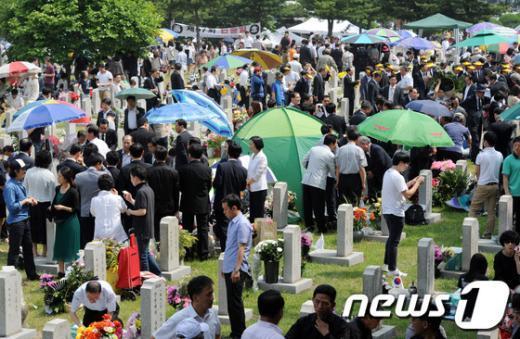 [사진]참배객으로 붐비는 현충원