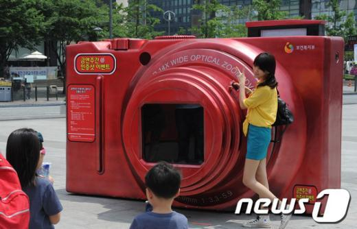 [사진]광화문 광장에 설치된 대형 카메라