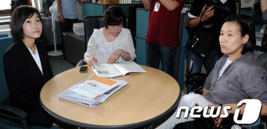 [사진]당기위 출석ㆍ대기하는 김재연 의원과 두 후보