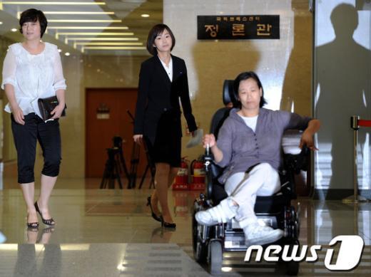 [사진]당기위 소명 앞둔 김재연 의원과 두 후보